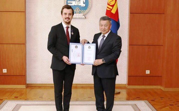 Moğolistan'da Türk işadamına 'Dostluk Nişanı'