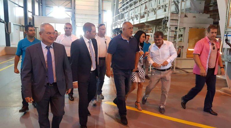 Başbakan nüfus artıran Türk fabrikasını ziyaret etti