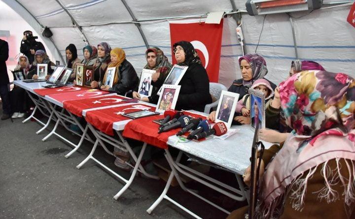 Büyükelçilerden, Diyarbakır annelerine ziyaret