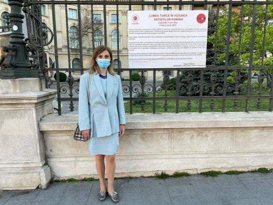 Büyükelçi Aramaz, Türk Dünyası Resim Sergisi'ni gezdi