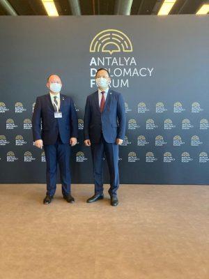 Bakan Aurescu, Kırgızistanlı mevkidaşı Kazakbayev ile Antalya'da görüştü